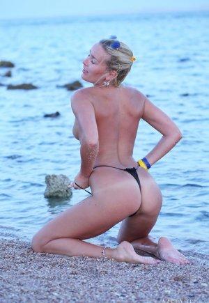 Лиза Б пляж, стринги