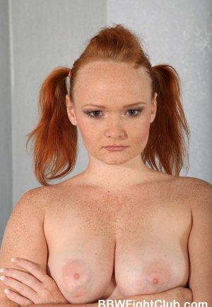 Очень рыжая толстух с блондинкой в масле секс